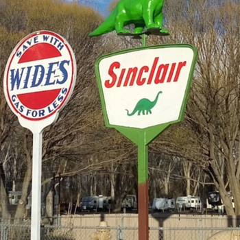 Sinclair Dino in 3 D - Signs