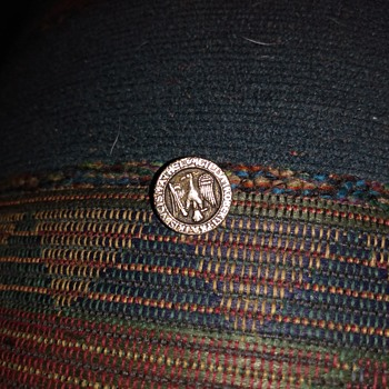 Any one know what kind of button this is - Military and Wartime