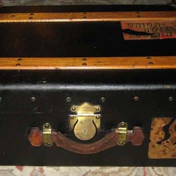 Small Patent Leather Steamer Trunk - Furniture