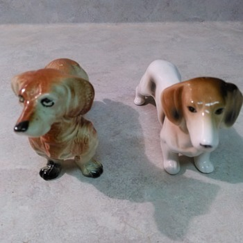 DACHSHUND FIGURINE - Figurines