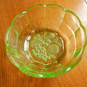 Walther Hermann uranium fruit bowl / plates - Glassware
