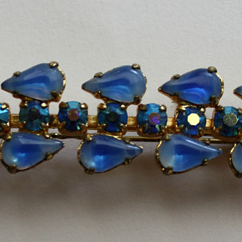 Vintage hairclip? - Costume Jewelry