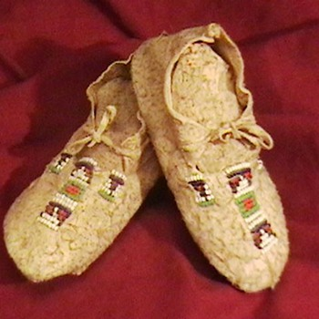 Plaines Indians Bead Decorated Infant Moccasins - Native American