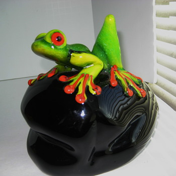 Stuart Abelman Tree frog on rock - Art Glass
