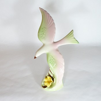 What company made this bird figurine? - Figurines