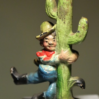 Cowboy dancing with a saguaro and still smiling! - Figurines