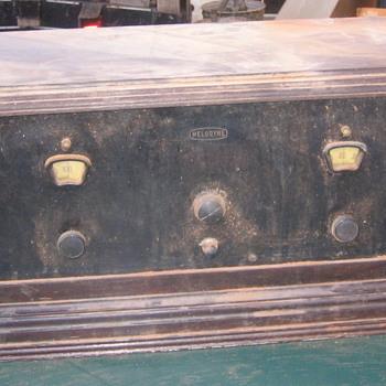 Vintage Radio??  - Radios