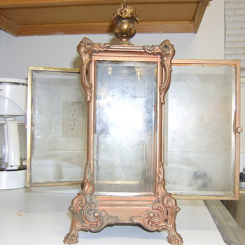 antique gilbert clock dont know the value - Clocks