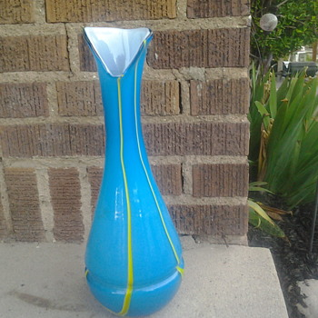 Vase that has me baffeled - Art Glass