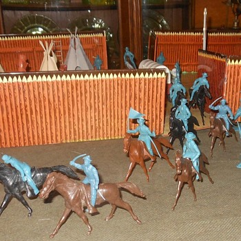Marx Playset Cavalry Figures - Toys
