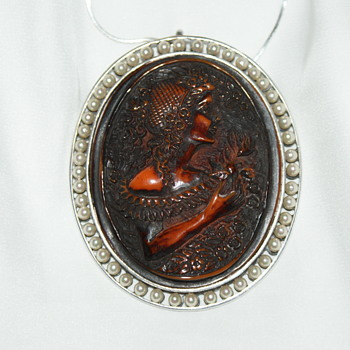 """Large Mystery Cameo """" Parfum La'Gutierre, Paris 1832"""" - Fine Jewelry"""