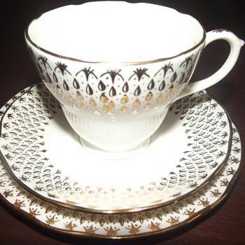 Duchess Raindrops 18 piece tea set - China and Dinnerware