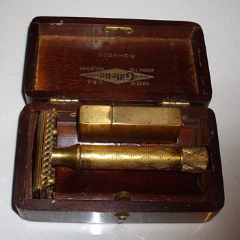 1922 Gillette safety razor w/box & blade case.