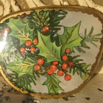 Holly Brooch - need help with age