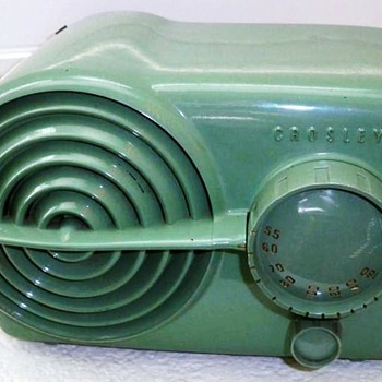 "1951 Crosley Model 11-117U ""Bullseye"" Radio - Radios"