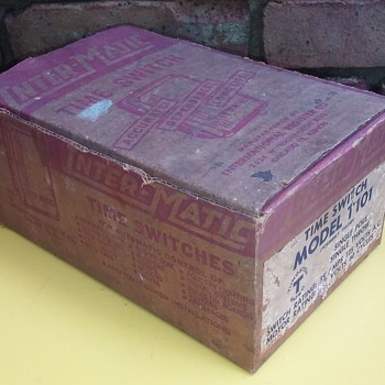 old INTERMATIC TIME SWITCH in its original cardboard box - Electronics