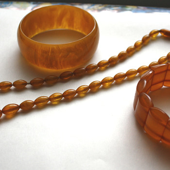 "The ""Bakelite mistaken for amber and amber for bakelite"" lot - Art Deco"