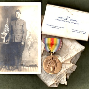 Plain US Victory medal with original box, and it's presumed owner - Military and Wartime