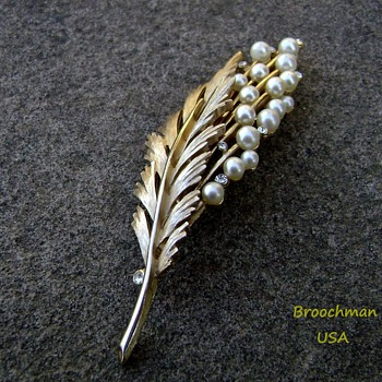 Trifari feather brooch pin - Costume Jewelry