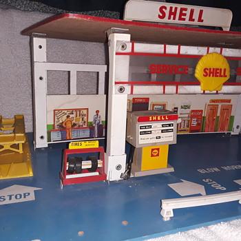 Vintage 1972 Shell service station - Toys
