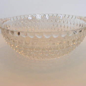 Clear bowl with 6 matching serving bowls.