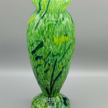 Finally! A green peloton glass vase by A. Ruckl. In a shape that is also available in many 1920s Ruckl Art Deco Decors. 1of2 - Art Glass