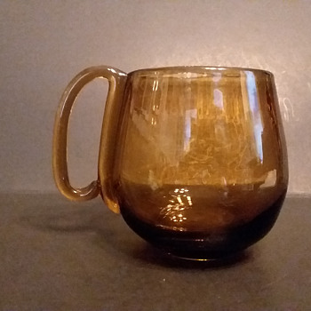 Mystery glass mugs - Glassware