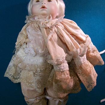 old vintage dolls 4 photos of 2 dolls