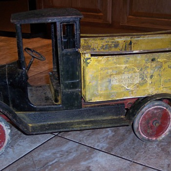 1920's Buddy L ice delivery truck, before an after restoration. - Toys