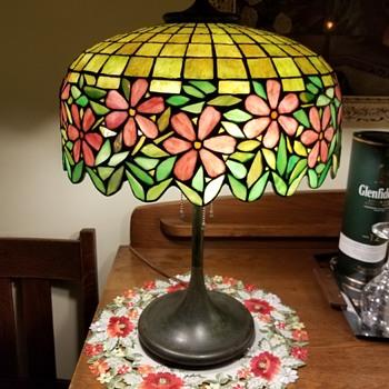 Unique Art and Metal Company floral lamp - Lamps