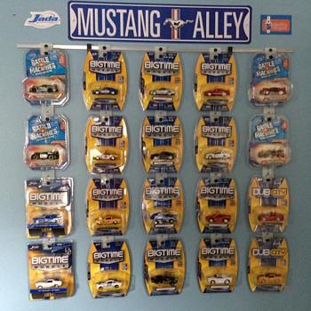 Mustangs in Clamshell/Blister Packs