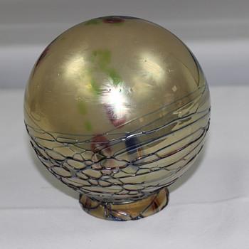 Globe shade  unknown maker - Art Glass
