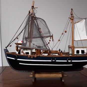 Vintage model ship - Toys