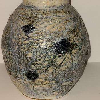Hiram Wilson company saltglaze  Pottery ?  - Pottery