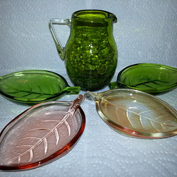 Vintage Mid Century Modern Glass Leaf Dish 60's Set of four Nut and Candy Dishes   - Glassware