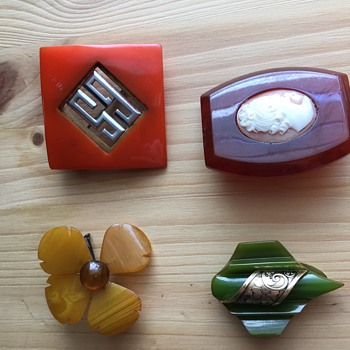 Bakelite? Brooches - Costume Jewelry
