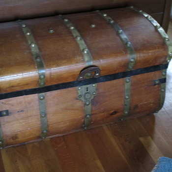 Jenny Lind 32 Inch Five Brass Band Trunk  - Furniture