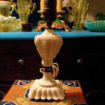 Akro Agate custard glass boudoir lamp 1930s - Lamps