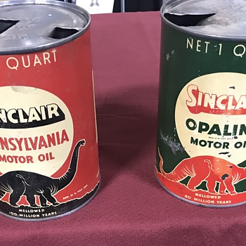 Sinclair Dino oil cans , black and red  - Petroliana