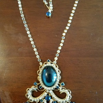 Gorgeous Teal Blue Cabachon and Teardrop Dangles & Clear Rhinestone Necklace - Costume Jewelry