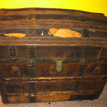 Dome Chest with Heloise-Leloir Images - Furniture
