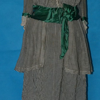 CHARMING ANTIQUE 1910 1920'S EDWARDIAN PIN STRIPED ORGANZA DRESS  - Womens Clothing