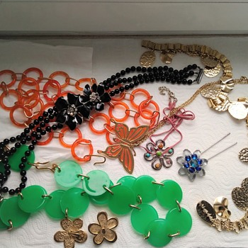 Huge vintage jewelry lot - Part 1 - Costume Jewelry