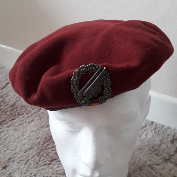 German Bundeswehr Paratrooper Beret  - Military and Wartime