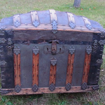 1880'S Martin Maier Alligator Barrel Top Trunk - Furniture