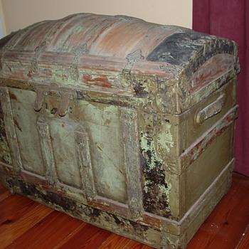 Large Saratoga Trunk - Furniture