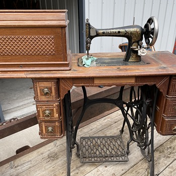 Antique SINGER Sewing Machine with base and MANY supplies, tools, etc. - Sewing