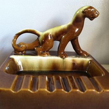 Panther/Jaguar ashtray 1940's - Pottery