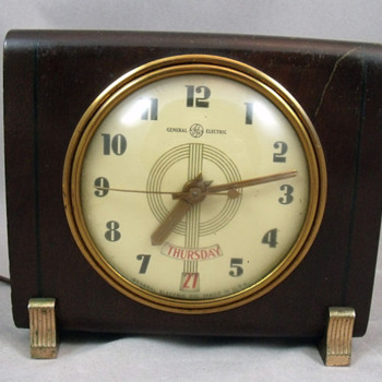 General Electric Model 8H14 Alamanac Day and Date clock, 1940