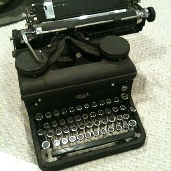 "1937 Royal 10 Typewriter with serial number starting ""KHY-"""